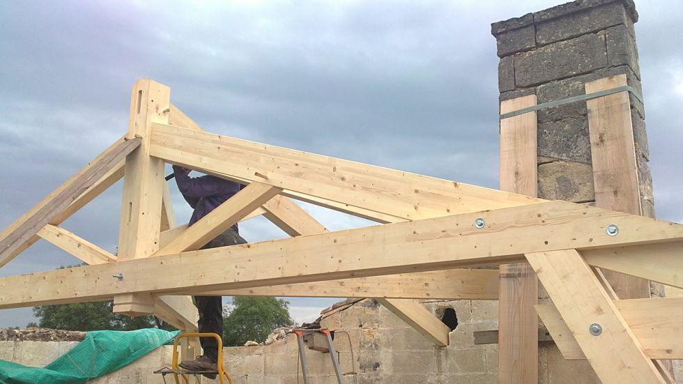 Realiser une charpente en bois sur mesure pour maison for Charpente metallique maison individuelle