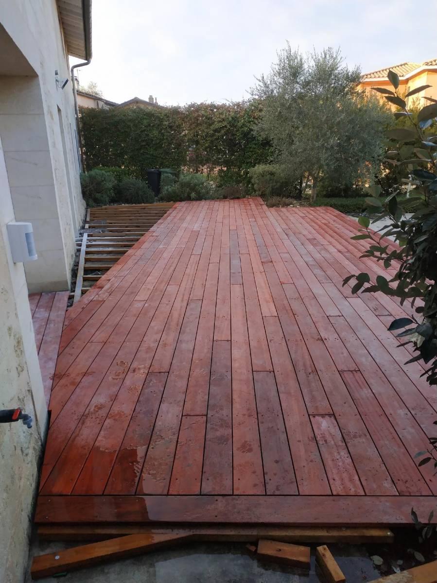 Creer Une Terrasse Tropezienne création d'une terrasse en padouk, un bois exotique, à