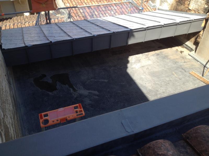 terrasse tropezienne amazing choses savoir avant de construire une terrasse sur le toit de. Black Bedroom Furniture Sets. Home Design Ideas