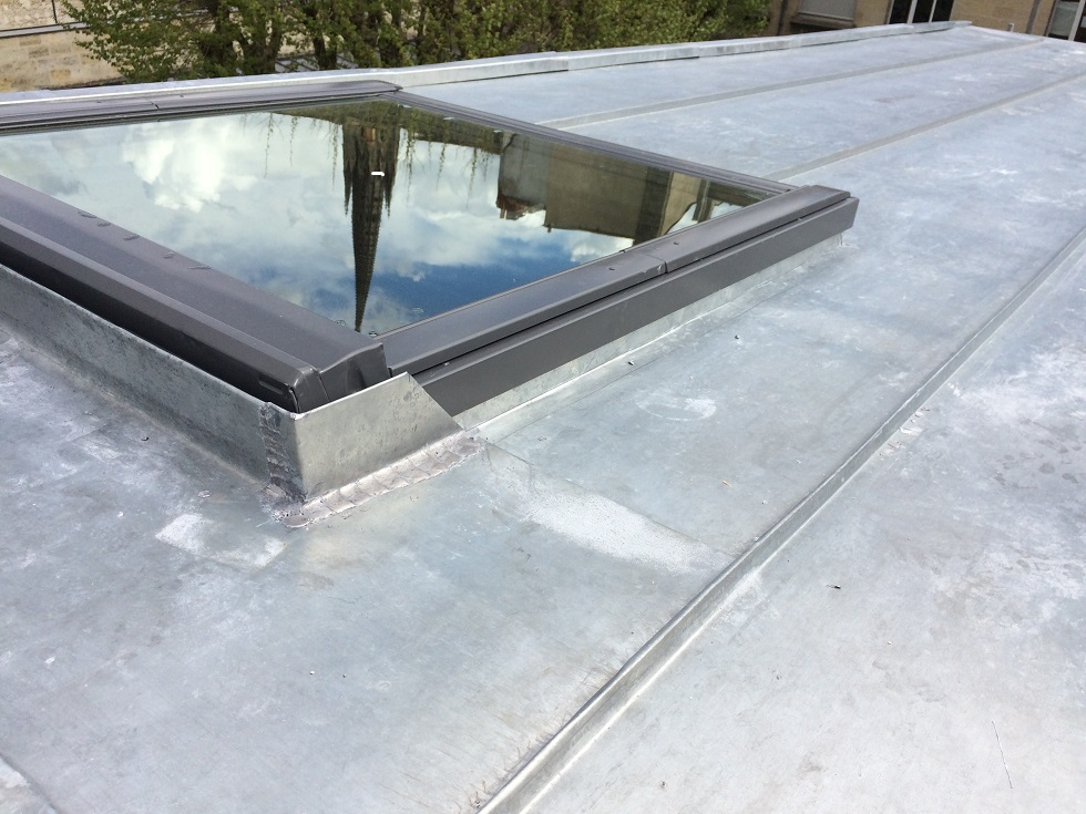 Entourage de velux sur une couverture a joint debout cbl for Couverture en zinc joint debout