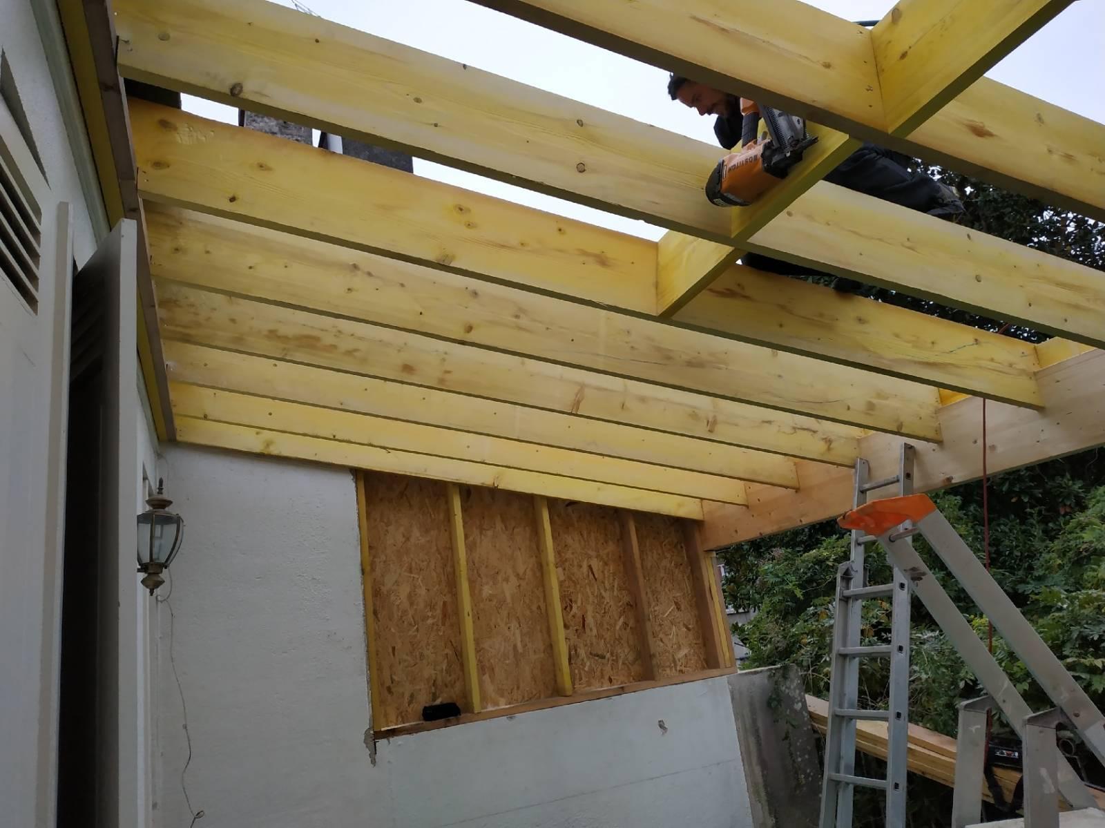 Renovation Et Reamenagement D Une Veranda Avec Charpente En Bois Et Une Toiture En Zinc Sur Un Immeuble En Pierre Sur Bordeaux Cbl